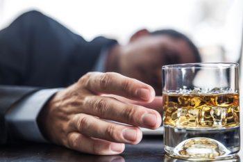 73310660-Orcea-Dav-Dreamstime-INP-Instituut-voor-Neuropathische-Pijn alcohol neuropathie
