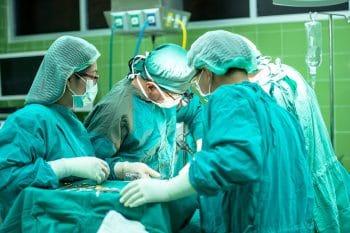 pixabay-surgery-1822458.jpg lage rugpijn bij hernia operatie